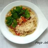 Makaron z kurczakiem lub krewetkami, imbirem i chilli