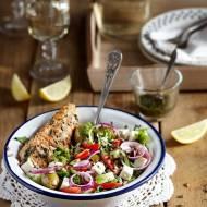 Sałatka z grillowanym kurczakiem, fetą i warzywami