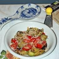 Sałatka z pomidorami i cukinią