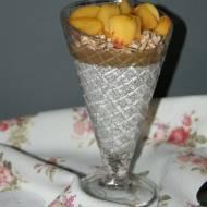 Deser kokosowy z nasionami chia i brzoskwinią