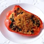 Papryka faszerowana kaszą jaglana, suszonymi pomidorami i szpinakiem