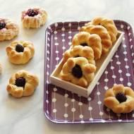 Drożdżowe ciastka z jeżynami