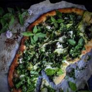 Pizza zielona, z jarmużem i cukinią