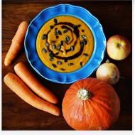 Jesienna zupa z pieczonej dyni, marchewki i jabłka