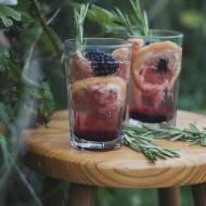 Drinki z wina musującego z jeżynami