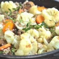 Gryczotto z kalafiorem, marchewką i brązowymi pieczarkami z tymiankiem