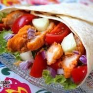 Domowy rollo-kebab z kurczakiem i kolorowymi warzywami