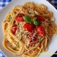 Spaghetti z pomidorami i czosnkiem