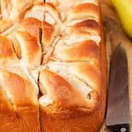 Ciasto drożdżowe z cynamonem i gruszką