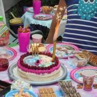 Urodzinowy torcik dla Laury