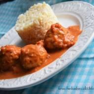 Delikatne pulpeciki z indyka i kaszy jaglanej z sosem pomidorowym