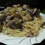 Spaghetti z cukinią, pieczarkami i kurczakiem