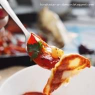 Czosnkowe pomidory z piekarnika i halloumi z patelni