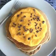 Omlet z serkiem ricotta z musem z mango