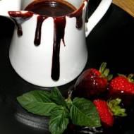 Sos czekoladowo-miętowy.
