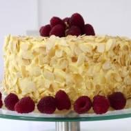 Tort migdałowy z malinami i mango