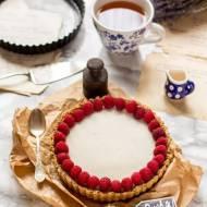 Fit tarta bez pieczenia z musem malinowym i białą czekoladą z kokosa