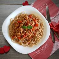 Makaron razowy z sosem bolońskim