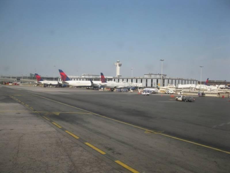 Pierwszy lot do Nowego Jorku . Babcia Basia