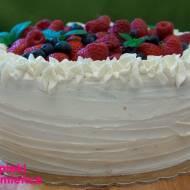 Tort biała czekolada z truskawką