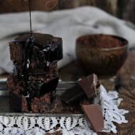Ciasto czekoladowe z konfiturą i polewą czekoladową