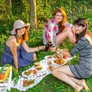 Piknik na pożegnanie lata: roślinne grillowanie na trawie