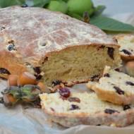 Chleb orzechowy z żurawiną i rodzynkami