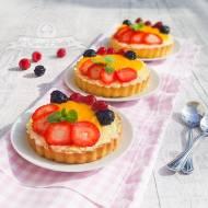 Tartaletki z kremem budyniowym i owocami
