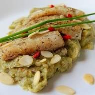 Ryba na brokułowo-ziemniaczanym purre z migdałami