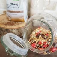 Granola z truskawkami i siemieniem lnianym