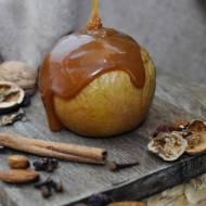 PIECZONE JABŁKO – WIEDŹMIN 3: DZIKI GON – jabłko nadziewane bakaliami z sosem karmelowym