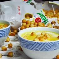 Kremowa zupa z dyni z groszkiem ptysiowym