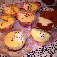 Mini serniczki z mascarpone na ciasteczkowym spodzie
