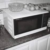 Podgrzewanie, rozmrażanie i gotowanie w kuchence mikrofalowej – wszystko, co musisz wiedzieć