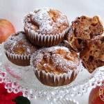 Otrębowe muffinki na białkach z jabłkami i rodzynkami