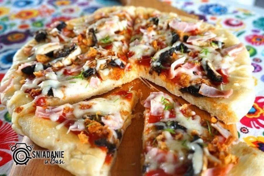 Puszysta pizza z patelni