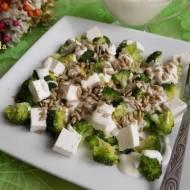 Sałatka z brokuła,sera feta i słonecznika