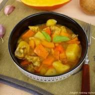 Potrawka z kurczaka z dynią i ziemniakami.