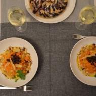 Tagliatelle z marchewki z łososiem wędzonym, prażoną cebulą i migdałami w sosie z gorgonzolą i parmezanem