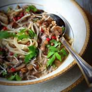 Zuppa ai funghi. Zupa krem z borowików i brązowych pieczarek z nutą lubczyku ,czerwonego pieprzu i parmezanu