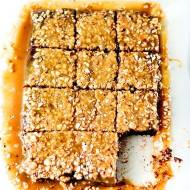 Czekoladowe ciasto z karmelową polewą