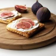 Śniadaniowe tosty z serkiem ricotta i figami