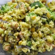 Żółta sałatka ryżowa