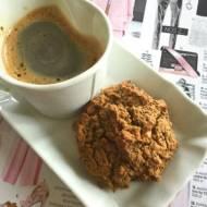 Kokosowe ciastka mocha z kawałkami toffee