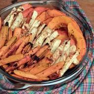 pieczona dynia oraz frytki z selera i marchwi z tahini