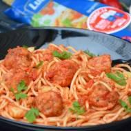 Spaghetti z pieczonymi pulpecikami i czosnkiem