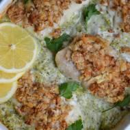 Pieczony dorsz w maślance z orzechami na brokułowym puree
