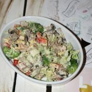 Sałatka brokułowa z pieczarkami