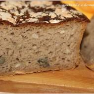 Chleb pytlowy na zakwasie z pestkami dyni w październikowej piekarni