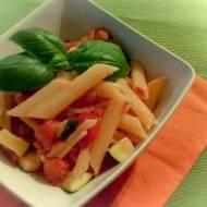 Penne z cukinią i pomidorami